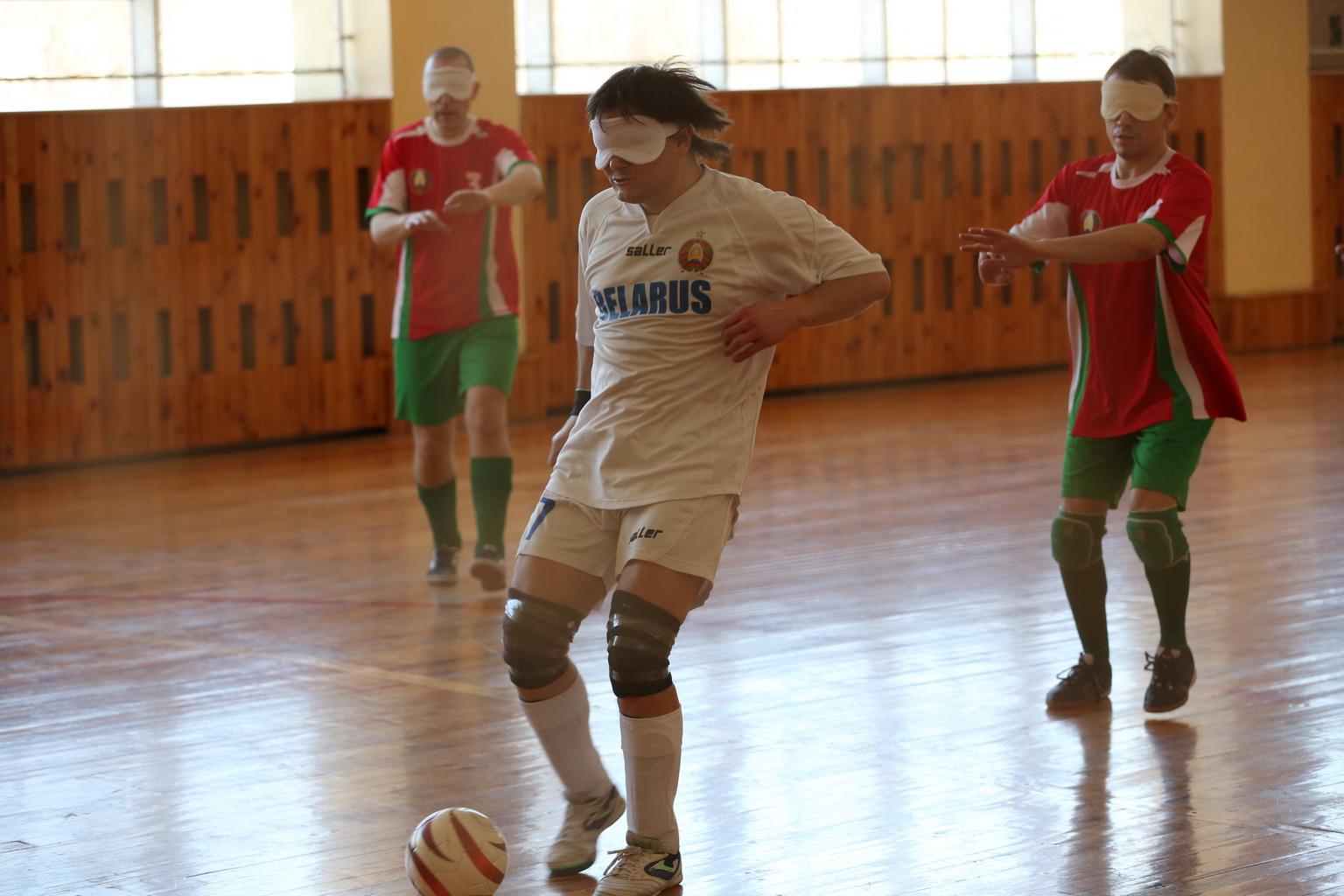 Юрий Ардынов с мячом